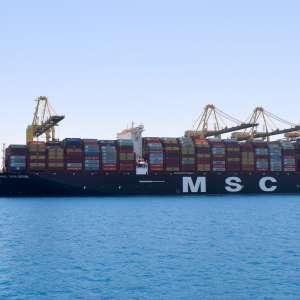 ميناء الملك عبدالله يستقبل أكبر سفن الحاويات في العالم-أرصفة بعمق 18 متراً مجهّزة لاستقبال سفن الحاويات العملاقة بكفاءة عالية