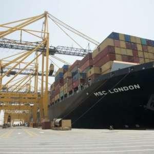 بطول 399 متر أكبر سفينة شحن ترسو على ارصفة المملكة
