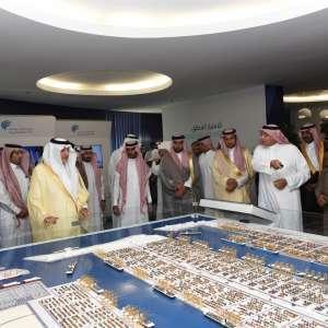أمير منطقة مكة المكرمة يزور ميناء الملك عبدالله