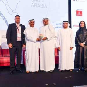 ميناء الملك عبدالله يحصد جائزة الميناء الأكثر تطوراً خلال مشاركته في المؤتمر العالمي للبنية التحتية